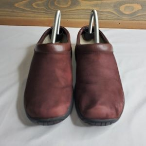 Merrell womens clogs, burgundy suede